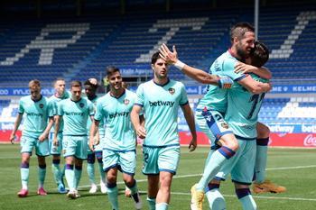 Joselu rescata un valioso punto para el Alavés ante el Levante