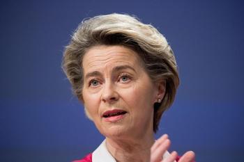Bruselas confirma la compra de 1.800 millones de dosis de Pfizer