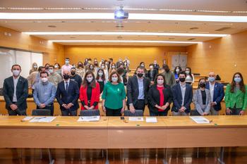 Contratos para 400 jóvenes de la 'bolsa de titulados' de CLM