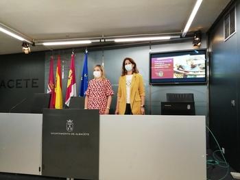 Amparo Torres y Laura Avellaneda, concejalas de Emprendimiento y Empleo, respectivamente.