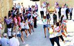 MENESES DE CAMPOS: Nuestros pueblos cuidan y preservan del olvido sus tradiciones ancestrales. Forman parte de su idiosincrasia y su cultura, como esta danza a la Virgen del Tovar.