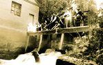CALZADA DE LOS MOLINOS: No se confundan, no es el monstruo del lago Ness, sino el bicho de Calzada según reza la leyenda y un grupo de valientes calzadeños dispuestos a acabar con él. foto:Christian Cantero París