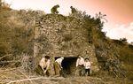 VELILLA DEL RÍO CARRIÓN: Los vecinos de Velilla eran conocidos como Caliegos, por la importancia que la fabricación y comercialización de la cal tenía tenía en la localidad. Llegó a haber seis hornos, pero sólo se conserva éste.