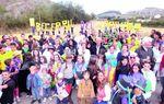 BECERRIL DEL CARPIO: Unión, alegría, algunos disfraces, un marcado espíritu festivo y un acendrado amor a su pueblo es lo que reflejan los vecinos de Becerril del Carpio con esta imagen.