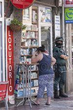 Una espectacular operación de la Usecic de la Guardia Civil contra el blanqueo de dinero y una presunta estafa se desarrolló en dos locutorios de la capital