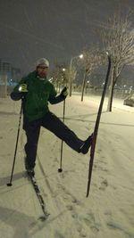 Un hombre hace esquí de fondo en el Parque Lineal