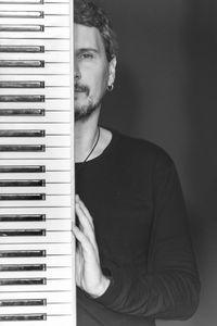 EUGENIO UÑON GARCIA. GENI. MUSICO. ARTISTA