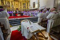 Misa funeral y enterramiento del Obispo Rafaél  Torija, fallecido en ciudad real,  misa exiquial por rafél torija en la catedral, y enterramiento en dicha catedral de ciudad real