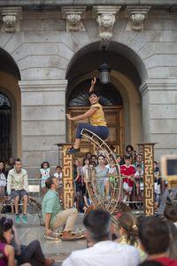 """Espectáculo de Circo en la Plaza del Mercado Chico, Circo acrobático, Vaivén, """"Esencial""""."""
