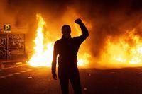Hoguera en Barcelona durante la protesta de los CDR contra la sentencia del 1-O