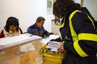 elecciones generales, , repetición de las eleccionres generales, gente votando voto por correo