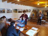Dirigentes de Toma la Palabra Valladolid votando.