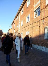 La candidata del PP a la Alcaldía de Valladolid, Pilar del Olmo, visita el barrio de Las Viudas, junto a representantes de organizaciones gitanas de la ciudad.