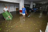 inundaciones en la Puerta Toledo, calle Esperanza y calle altagracia por la lluvi o tormenta de verano, bomberos, proteccion civil y policia local, inundaciones en ciudad real en verano por la lluvia o tormenta de verano