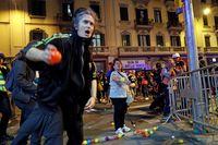 Varios miles de personas se concentran ante Jefatura de Policía de Barcelona