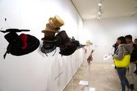 Exposiciones Los lenguajes del sombrero y El arte del vestido