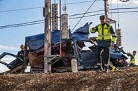accidente ferroviario con dos muertos o fallecidos al colisionar un turismo con un trén de mercancias en Manzanares (C-Real) a la alatura de la carcel de Herrera de la mancha, un trén de mercancias arrolla a un turismo con dos ocupantes dentro fallecido