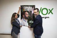 Ana Rosa Hernando y Javier Martínez, candidatos al Senado y al Congreso de Vox Burgos, respectivamente, en su sede.