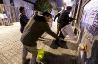 Unidas Podemos mantuvo la tradición de pegar carteles.