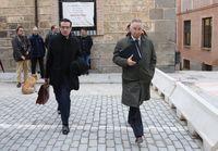 El exjefe de Recursos Humanos de Caja Segovia, Enrique Quintanilla, junto a su abogado.