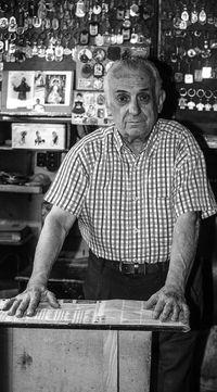 Paco Satamera, zapatero.