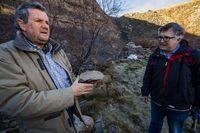 Reportaje en la mina de carbón de Puertollano la Extranjera, sobre unos fósiles encontrados por dos geólogos de Ciudad Realuno de ellos se llama Antonio DÁez. fósiles encontrados en la mina a cielo abierto de carbón de Puertollano La Extranjera