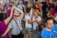inaguración del baile dl vermut en la feria de agosto en la plaza mayor