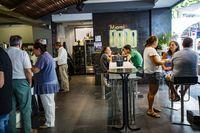 hostelerÁa, camareros, bares, gente en los bares en verano durante la feria de agosto de ciudad real
