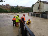 """Los bomberos realizan rescatas y desalojos en la zona Cantereria de Ontinyent (Valencia), """"la más afectada"""" miedo lo desbordo del rÁo Clariano (DANA septiembre 2019)"""