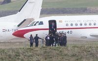 Pedro Sánchez llega al aeropuerto de Burgos a bordo de un avión Falcon 900B