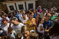 salida de las 11 personas encerradas en la mina de Almadén, almaden, mina salida y recibimiento de los familiares a las once, 11 personas encerrados en la mina de mercurio de almaden