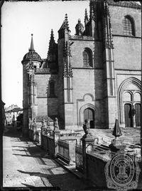 Calle Marqués del Arco y enlosado de la Catedral. Entre 1905 y 1911.