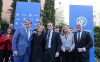 El presidente del PP protagoniza un acto con militantes del Partido Popular