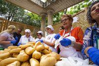 santo Voto de Puertollano, reparto y bendicion de panecillos