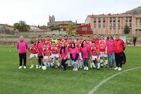 El equipo de Castrojeriz C. F. en su encuentro contra el Palacios de Benaver ha querido mostrar su apoyo y solidaridad con todas las mujeres que luchan por dejar atrás el cáncer de mama, luciendo brazaletes rosas y las camisetas de la campaña #Xplora