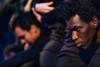 Performance Colectiva de la Escuela de Acogida Oasis titulada Los muros del siklencio en fafor de los derechos humanos y de los refugiados