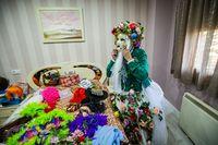 reportaje en daimiel  sobre la mascara guarrona, Conchi disfrazandose de mascara guarrona en Daimiel Carnaval