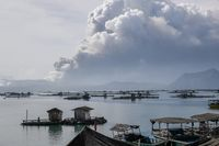 Más de 7.740 evacuados por erupción del volcán Taal, que ya escupe lava