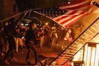 Las protestas raciales rodean la Casa...