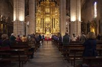 Los fieles vuelven a misa