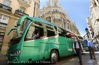 Alrededor de medio centenar de empresas del transporte escolares o el turismo se manifiestaron  por el centro de Albacete