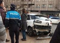 Parte trasera del taxi tras el impacto recibido.