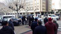 Una multitud se ha congregado en las inmediaciones para conocer más sobre lo ocurrido.