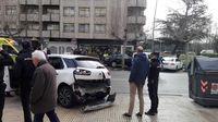 Estado en el que ha quedado la parte trasera del taxi implicado en el accidente.