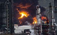 Dos Tanques de combustible están ardiendo en Repsol Puertollano