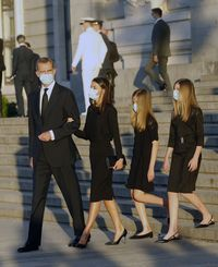 Los Reyes presiden un funeral por tod...