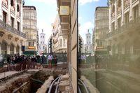 El alcalde de Valladolid y la embajadora de Irlanda visitan las excavaciones de la calle Constitución