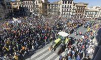 Miles de agricultores exigen precios justos con una tractorada por Toledo