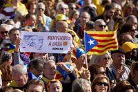 El secesionismo vitorea a Puigdemont ...