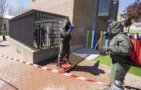 El Ejército desinfecta los cuarteles de la Guardia Civil de Laguna y Zaratán